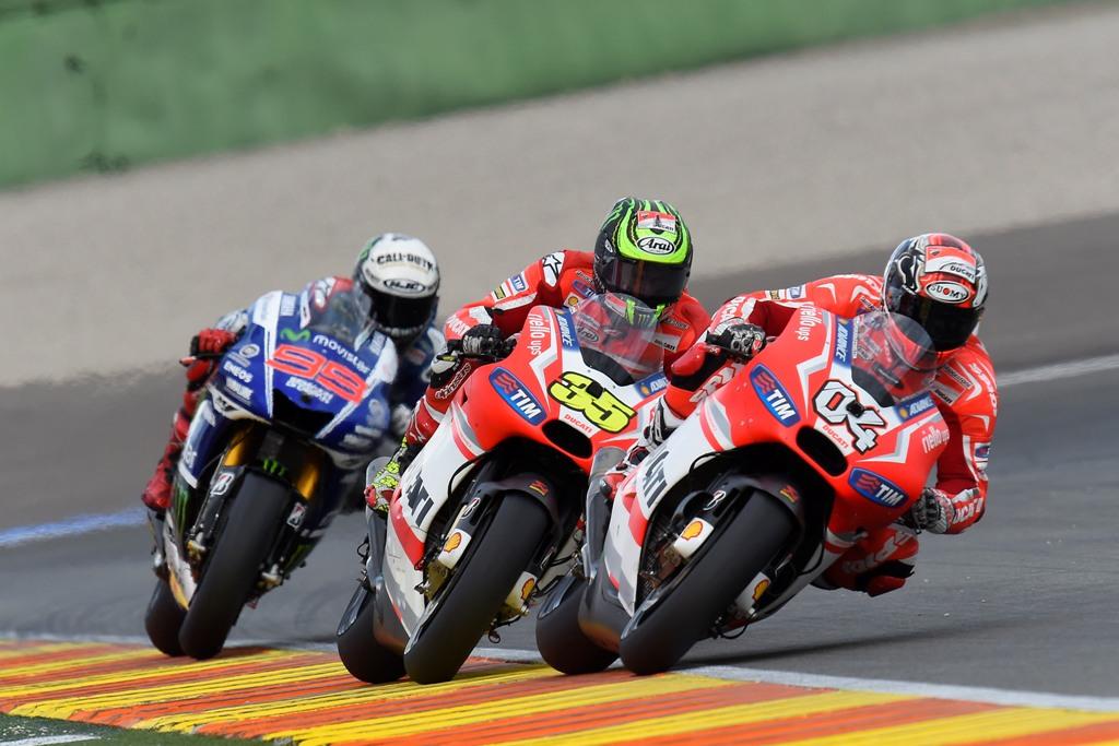 MoroGP 2014, Valencia, grande duello acceso tra Dovizioso e Crutchlow