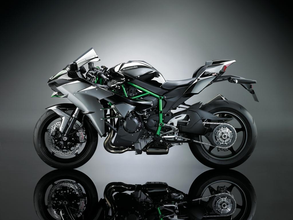 Come sempre Kawasaki si è spinta oltre con la H2/H2R da 200 e 300 Cv