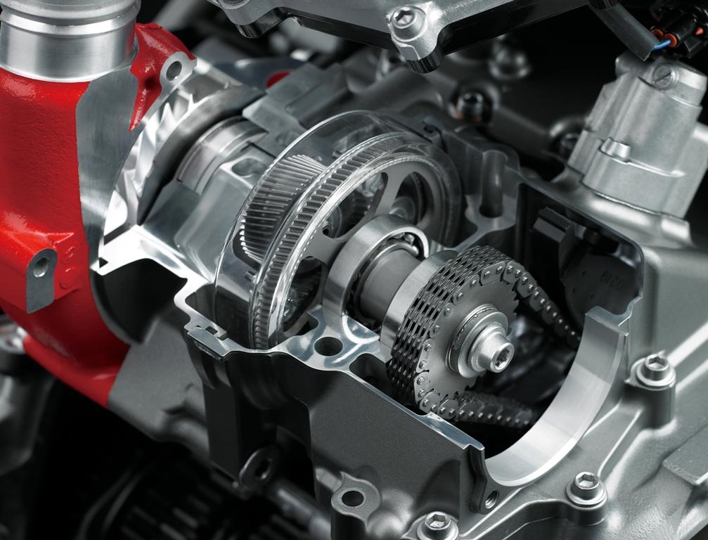 Il compressore prende il moto dall'albero motore e non dai gas di scarico