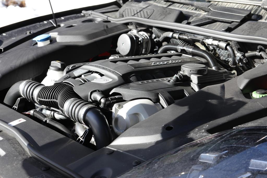 Il V8 da 4.8 cc biturbo della Cayenne Turbo da 520 Cv