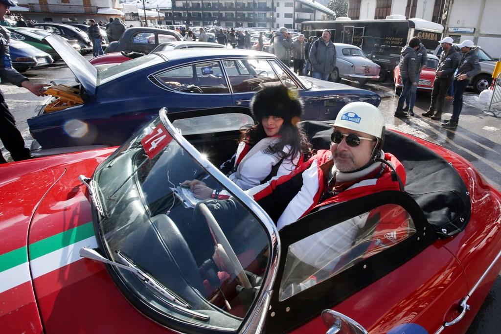 Mauro Gentile di Porsche Italia a bordo della 956 Speedster