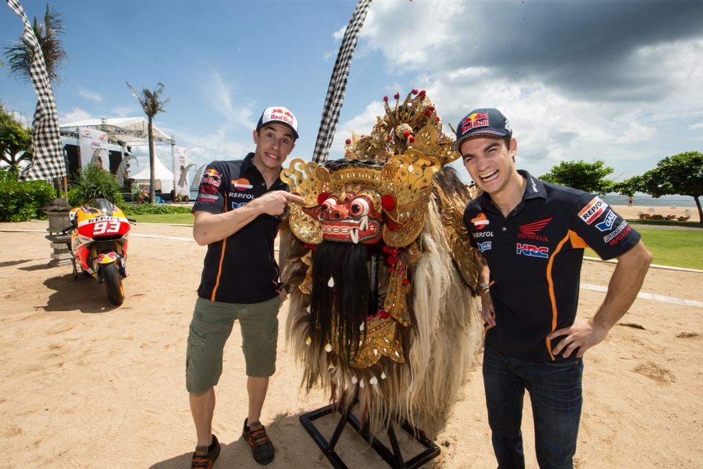 MotoGP 2015, Marc e Dani ridono ma tra poche ore inizieranno i test a Sepang...