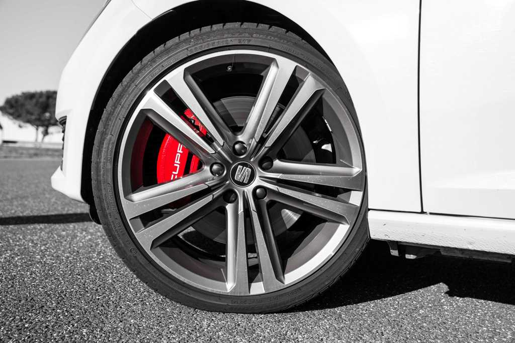 Prova Seat Cupra 2015, impianto frenante potente e molto efficacie