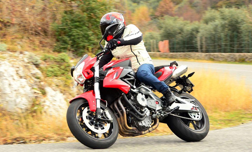 Benelli BN600R, stabile in curva, buona ciclistica ma motore poco potente in alto