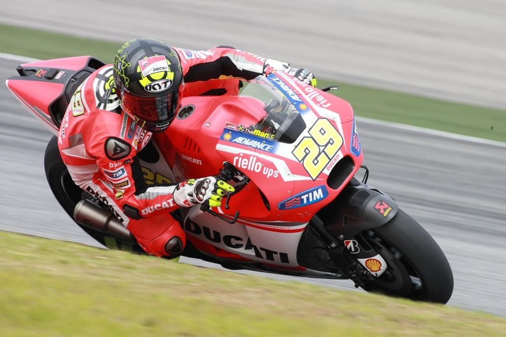 MotoGP 2015, Andrea Iannone, terzo a fine test IRTA Sepang