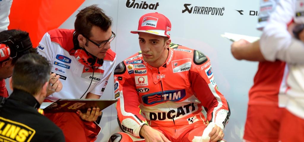 MotoGP test Qatar, Andrea Iannone ai box Ducati