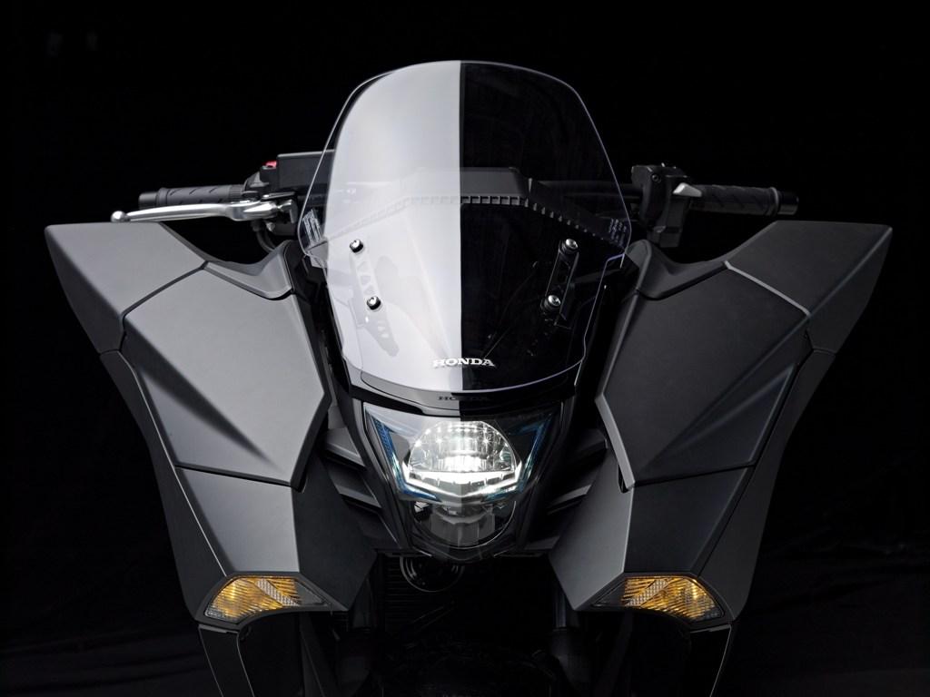 Honda, la grande sezione frontale di Vultus, due portaoggetti da 1 e 3 litri al suo interno