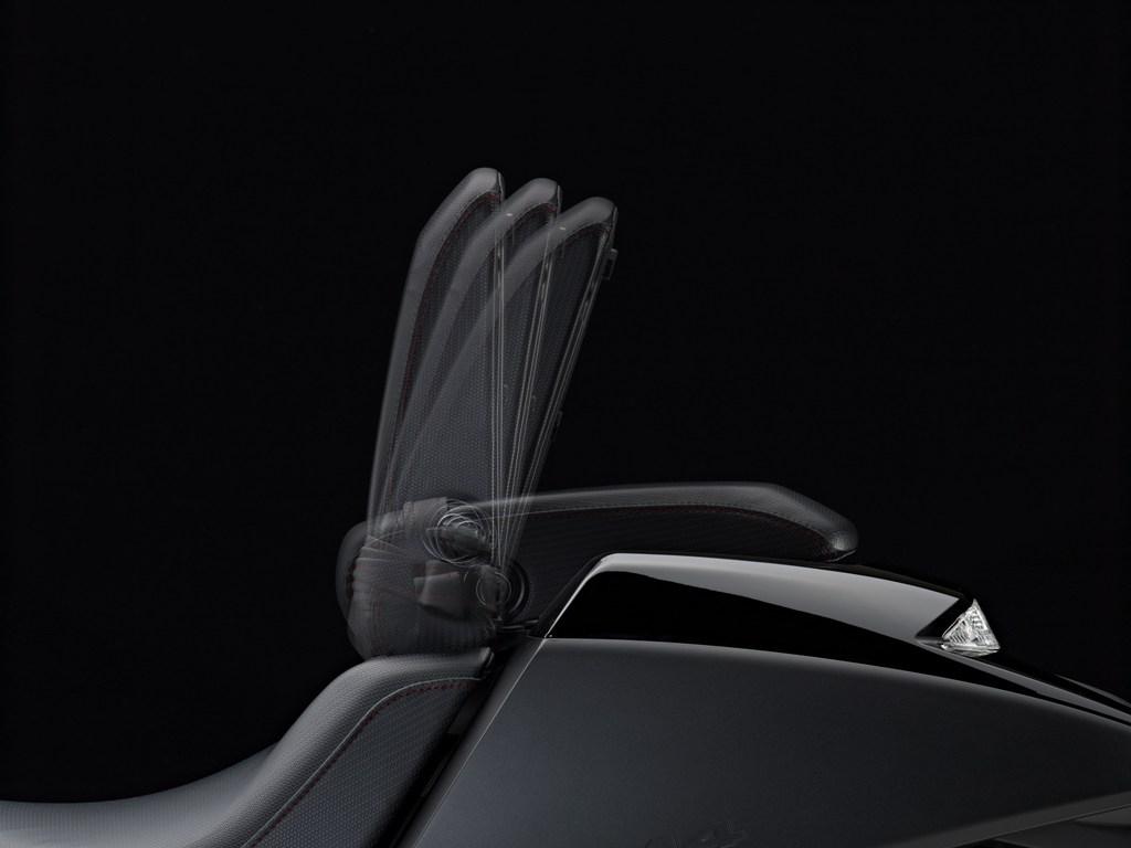 Vultus vanta la sella regolabile che funge da schienale se si guida in single