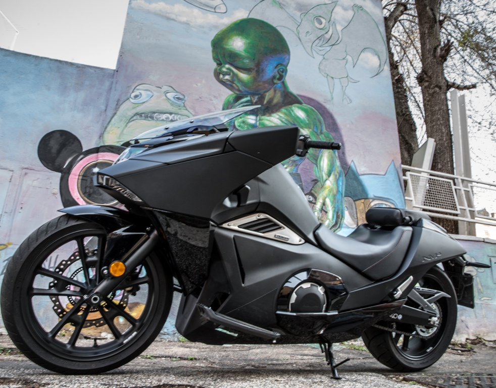 Honda Vultus e Street Art di Ron English