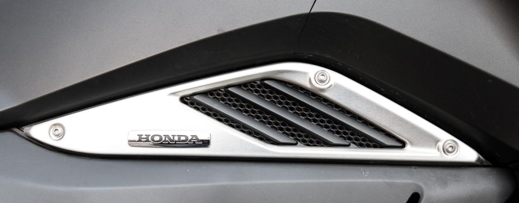 """Honda Vultus 750, la presa aria nella zona alta del bicilindrico """"ottovalvole"""""""