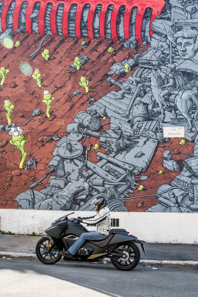 Honda Vultus tra le vie del progetto SanBa nell'area romana di San Basilio e dintorni