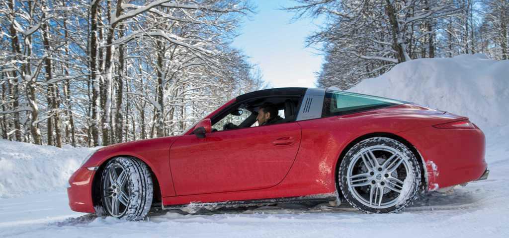 """Porsche 911 Targa 4, test innevato grazie alla """"magia"""" della trazione integrale intelligente Porsche"""