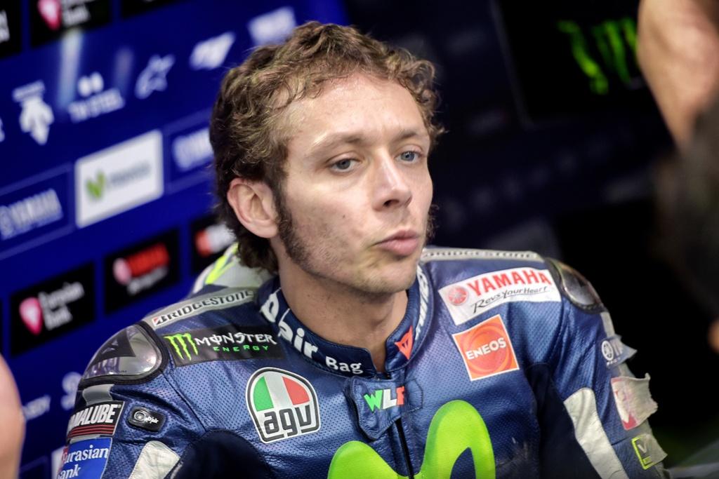 MotoGP 2015, Valentino Rossi, 8° a fine giornata, problemi ed una caduta