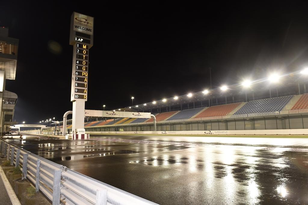 MotoGP, day 3 test Qatar 2015, pista deserta