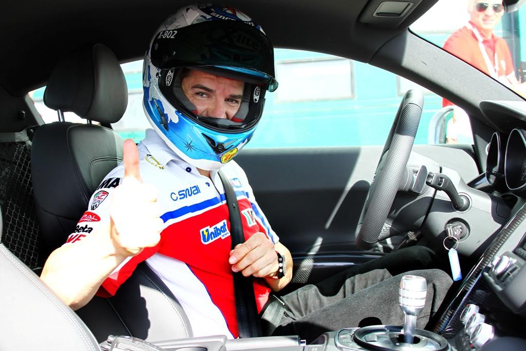 Carlos Checa al volante della R8 Audi nel WDW 2012