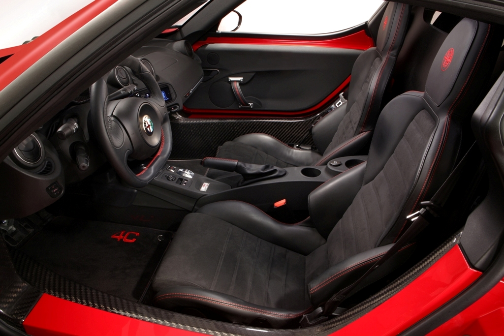 Alfa Romeo 4C, interni no compromise per la sportiva Alfa da 240 Cv