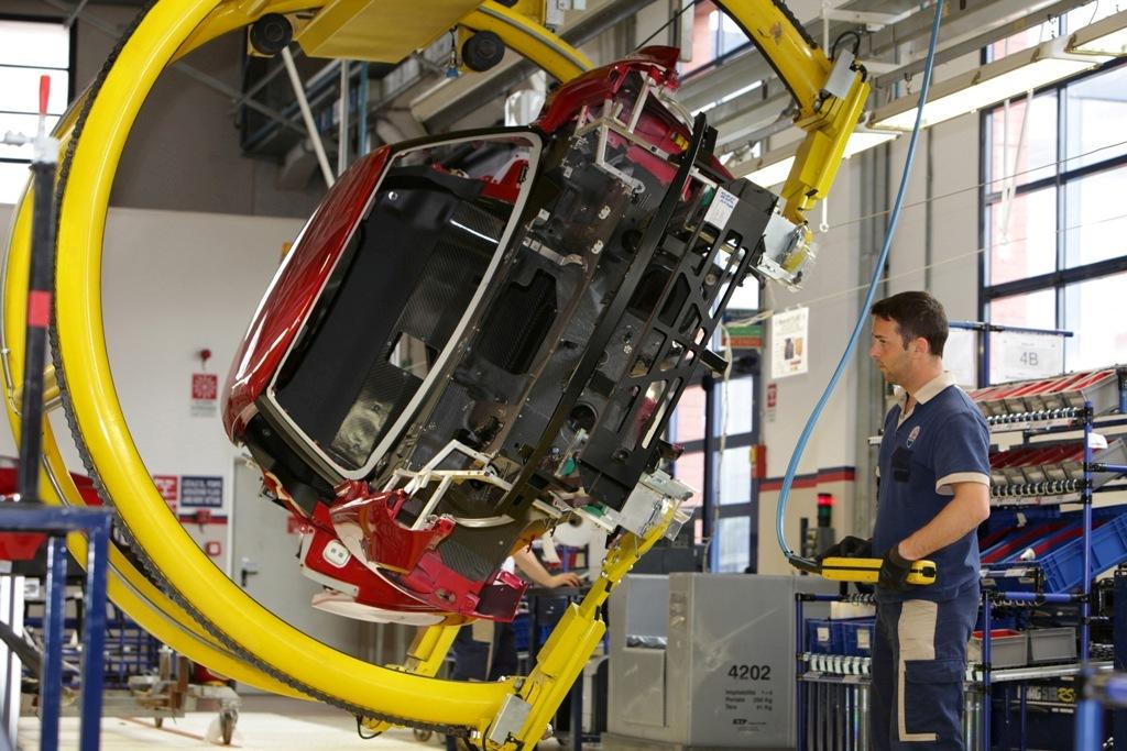 Alfa Romeo 4C, alcune fasi delle lavorazioni a Modena/Maserati