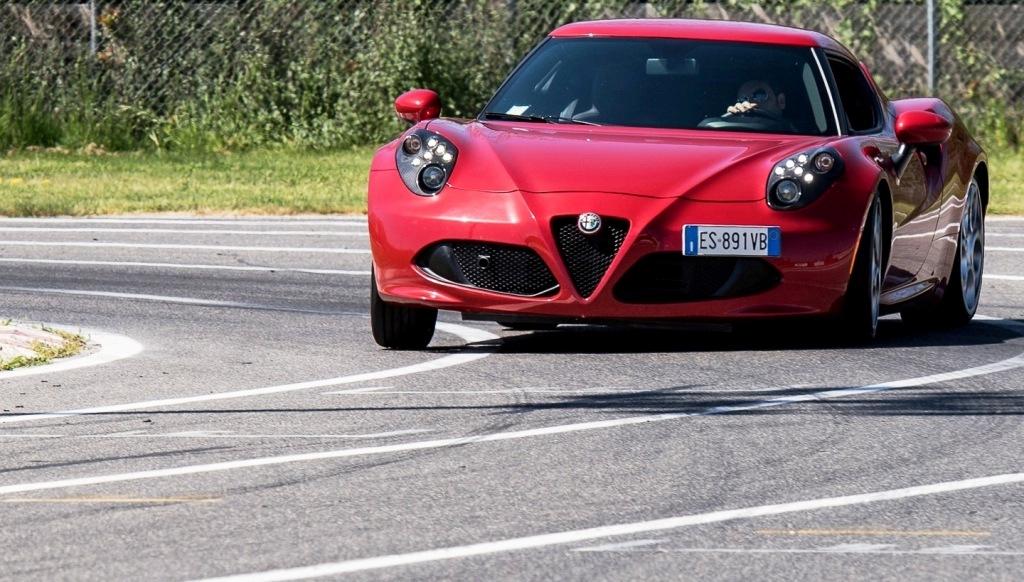Alfa Romeo 4C in azione sulla pista di Viterbo