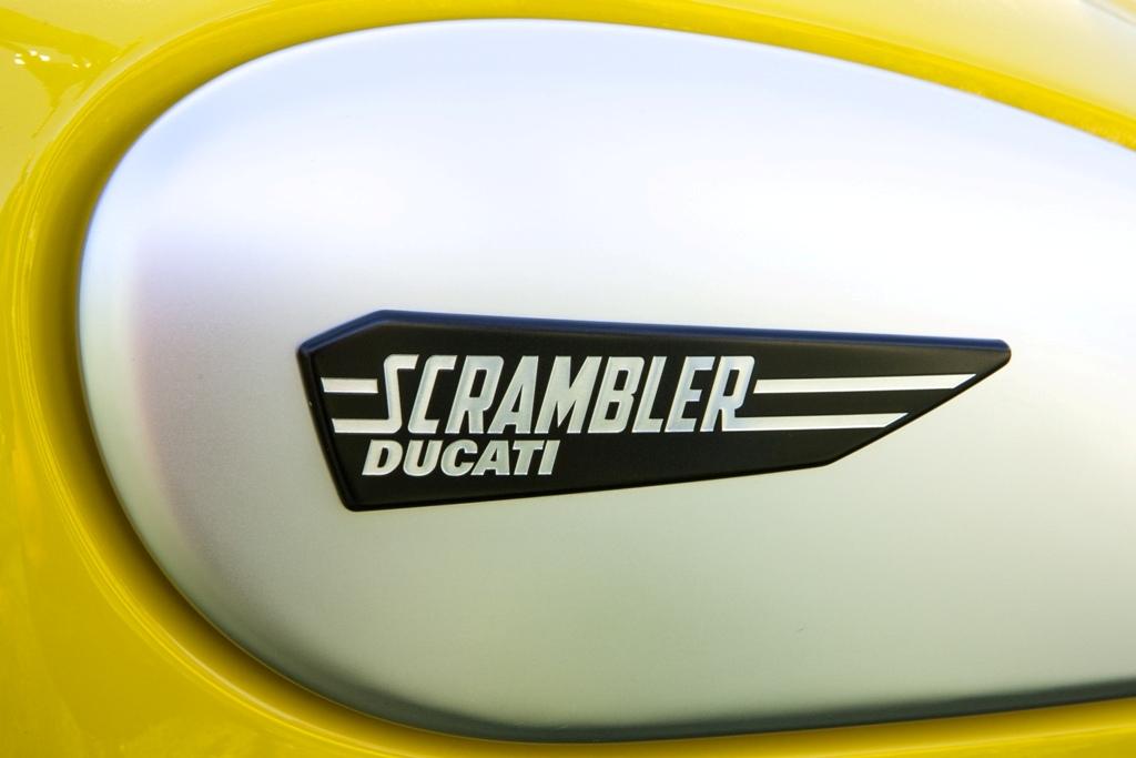 Ducati Scrambler, le guance in alluminio spazzolato del serbatoio