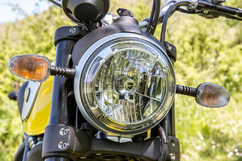 Ducati Scrambler Icon, anello circolare a led per il proiettore con logo Ducati