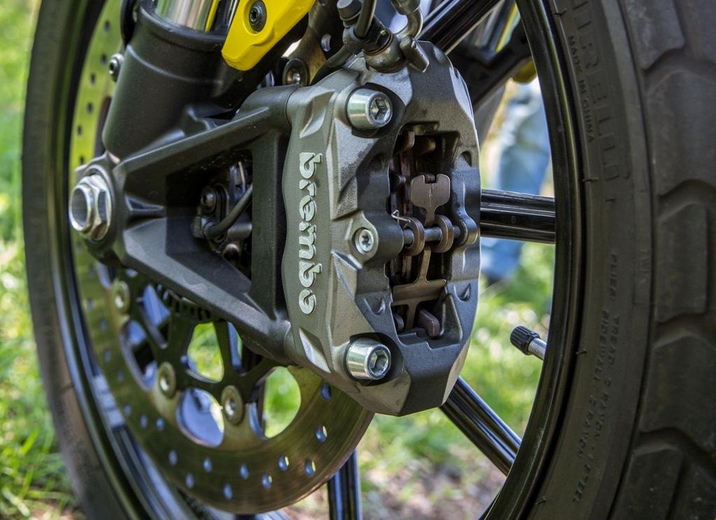 Ducati Scrambler, la pinza ad attacco radiale Brembo a 4 pistoncini