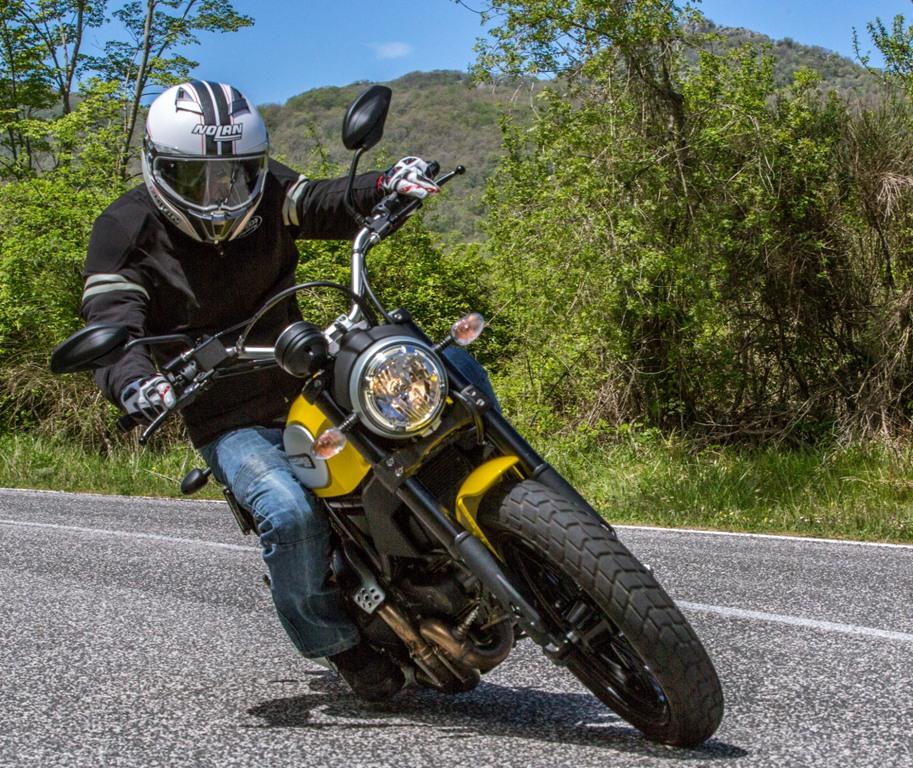 Ducati Scrambler Icon, bella da guidare anche sul misto stretto