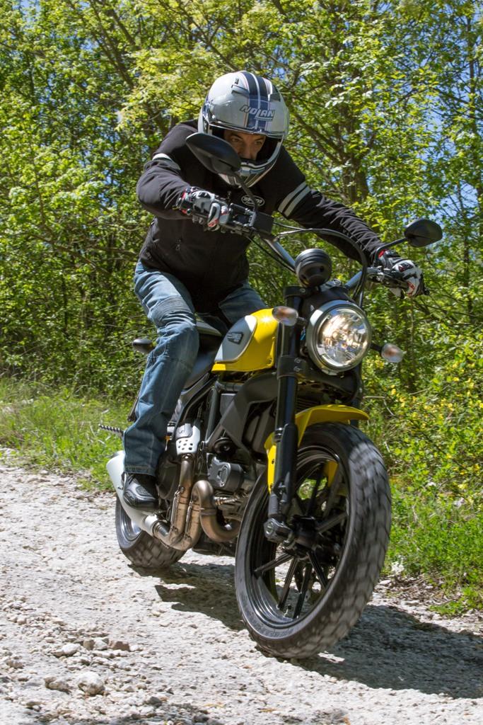 Ducati Scrambler Icon agile anche in fuoristrada