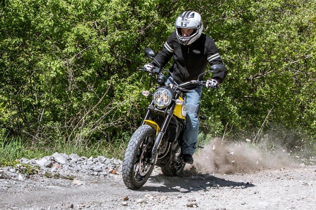 Scrambler Ducati, ottime in offroad le coperture Pirelli MT60 RS