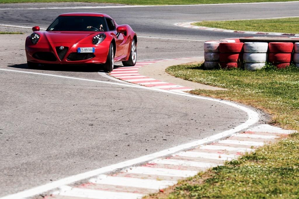 Alfa Romeo 4C, velocissima nei cambi direzione