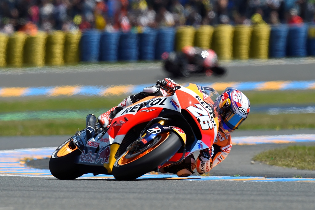 MotoGP 2015, Le Mans, Dani Pedrosa ha poi chiuso al 16° posto dopo la caduta