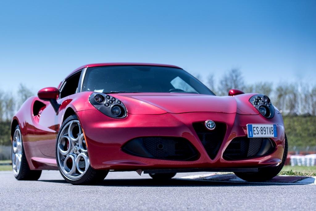 Alfa Romeo 4C, il frontale aggressivo e concreto