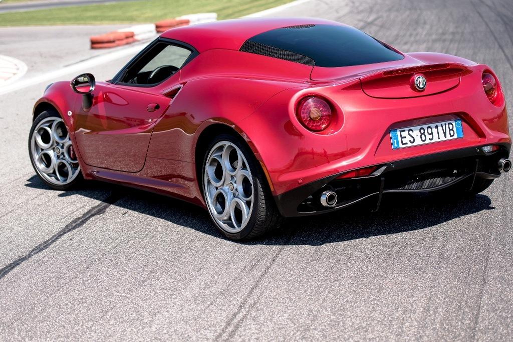 Alfa Romeo 4C, lunotto posteriore con motore a vista