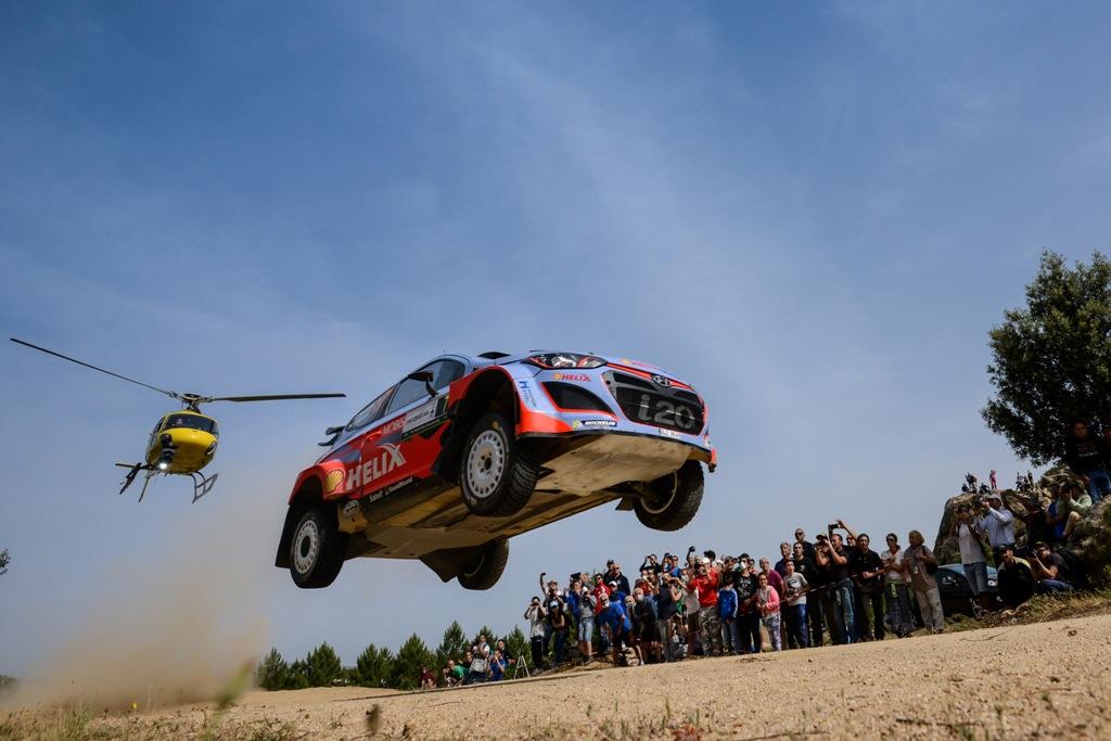 WRC 2015, Sardegna 2015, Neuville in azione in terra italiana con la i20 WRC