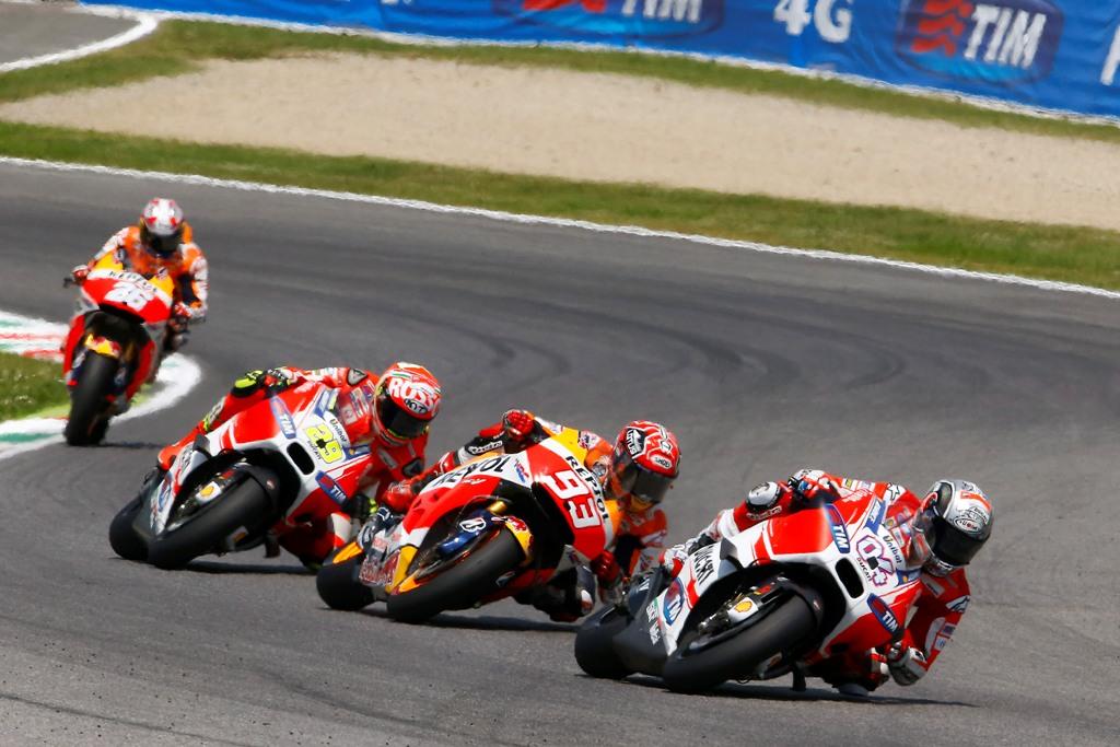 MotoGP 2015 Mugello, Iannone e Dovizioso con Marc Marquez