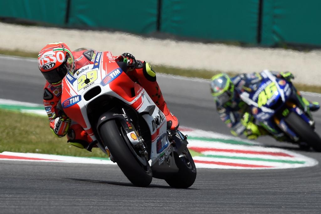 MotoGP 2015, Andrea Dovizioso si è ritirato per un problema alla corona