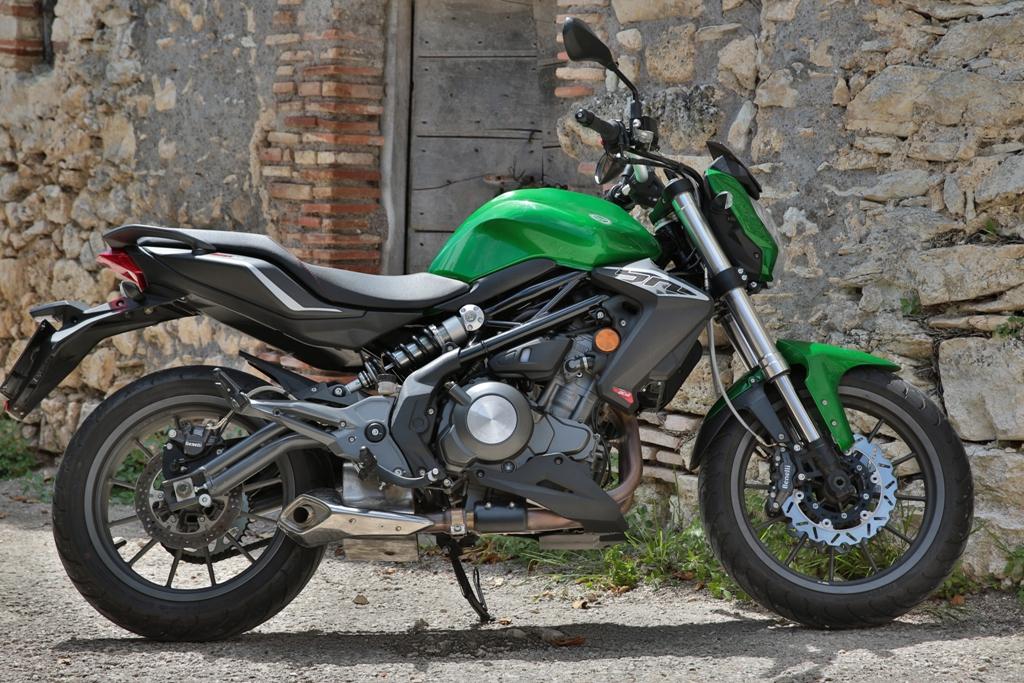 Benelli BN302, linea decisa e piacevole per una moto che guarda al futuro