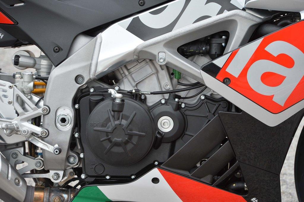 Aprilia RSV4, il motore è stato posizionato nel punto più basso sulla RSV4 2015