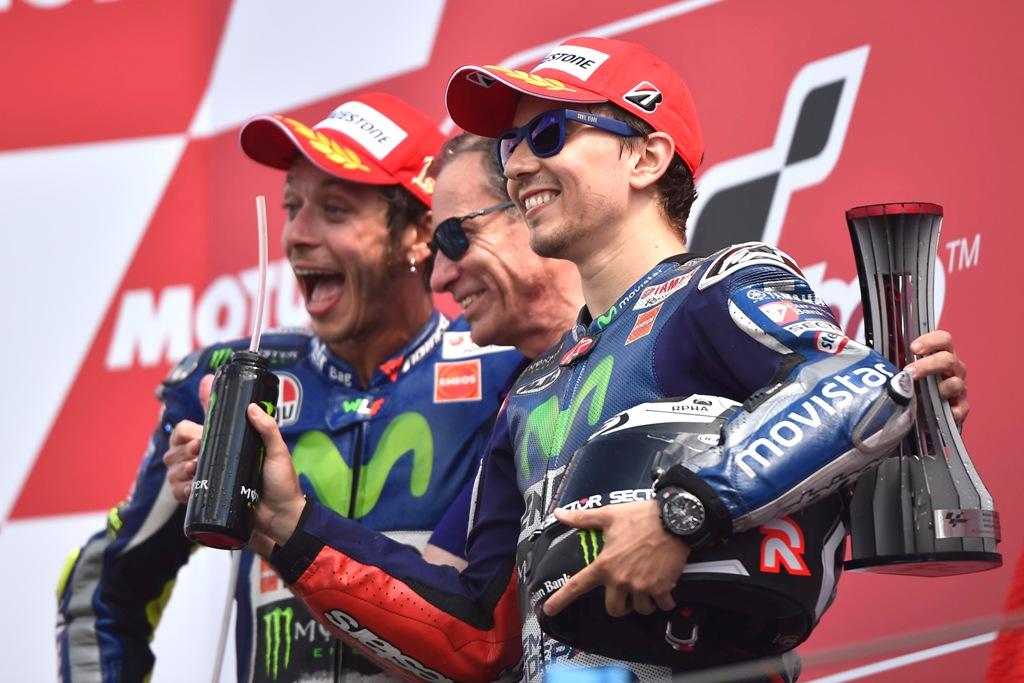 MotoGP, Assen 2015, podio Rossi, Lorenzo Jarvis