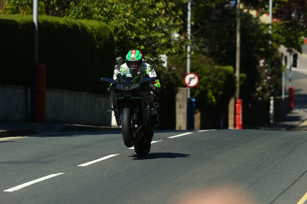 TT 2015 record, James Hillier in sella alla Ninja H2R sovralimentata