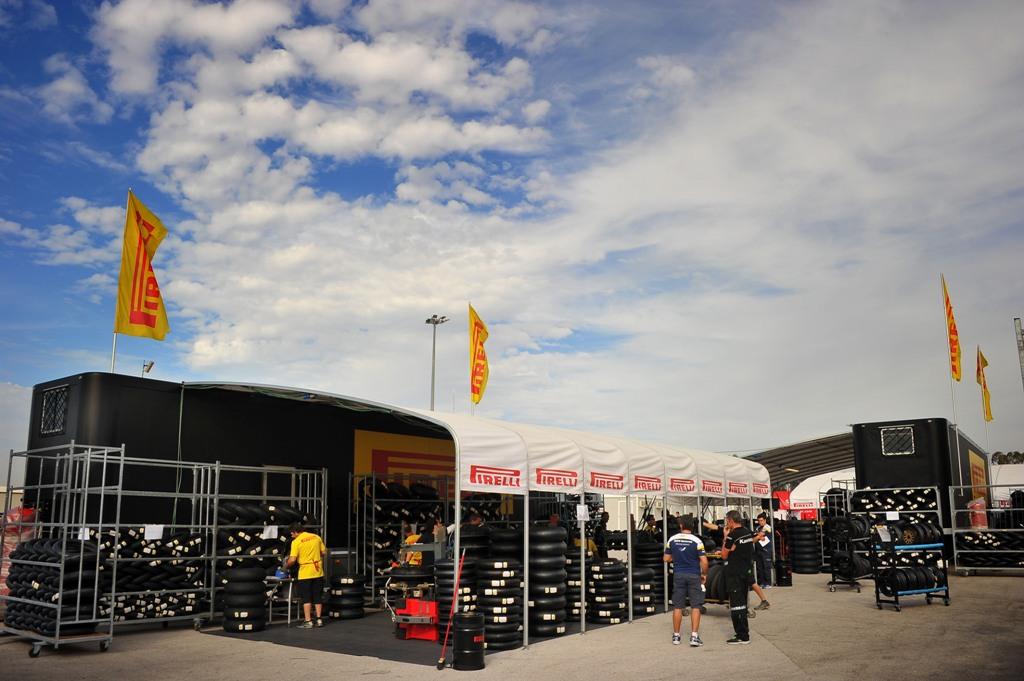 WSBK 2015, Misano, la working-area Pirelli