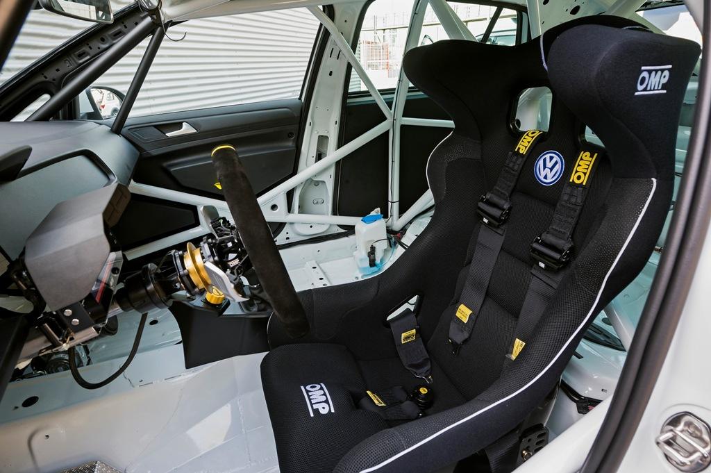 VW Motorsport, l'abitacolo della Golf TCR