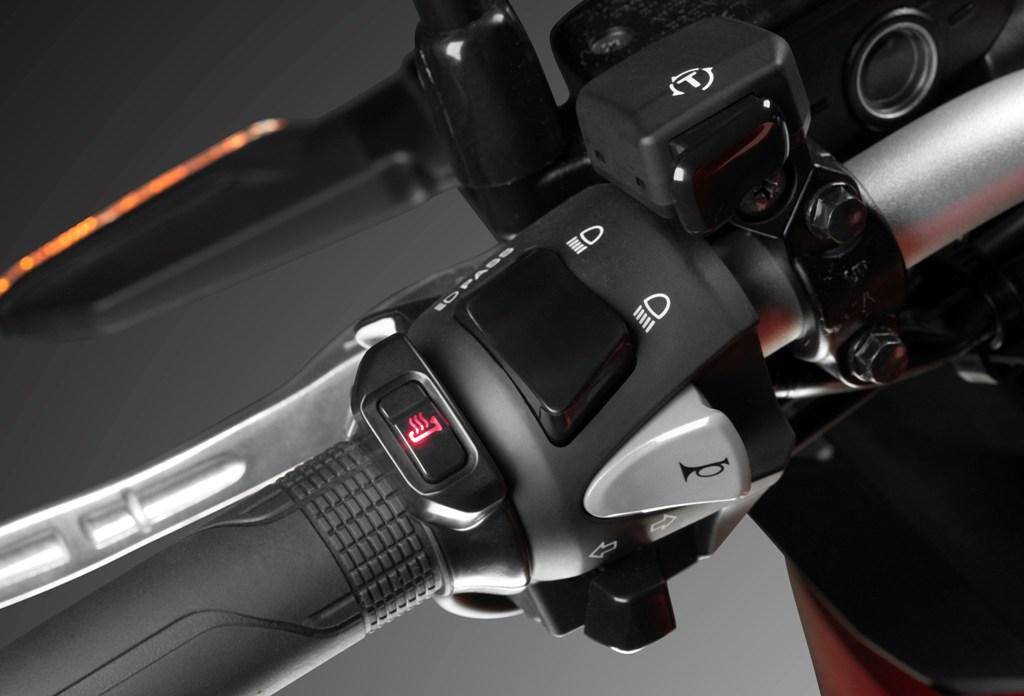 Honda Crossrunner 2015, il pulsante del sistema HSTC