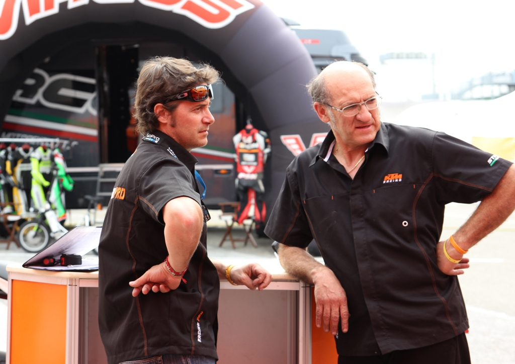 Paolo Fabiano (a sinistra della foto). KTM Italia