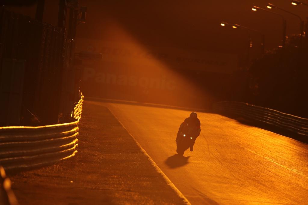 8 Ore di Suzuka, l'immagine più bella della gara, l'alba