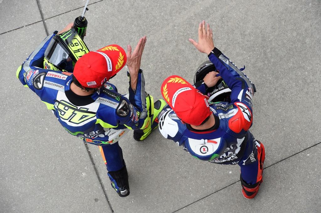 MotoGP 2015, Lorenzo e Rossi, Yamaha guarda dall'alto la classifica