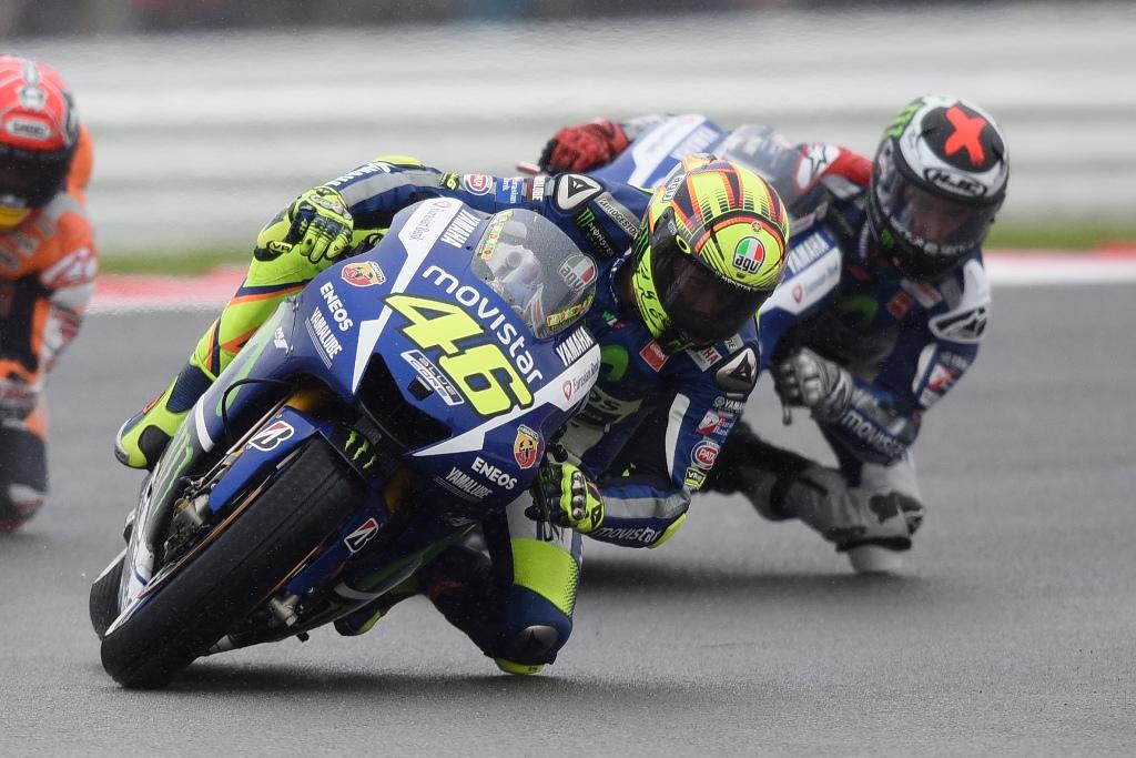 MotoGP Silverstone 2015, lotta aperta tra Rossi e Lorenzo per il Mondiale