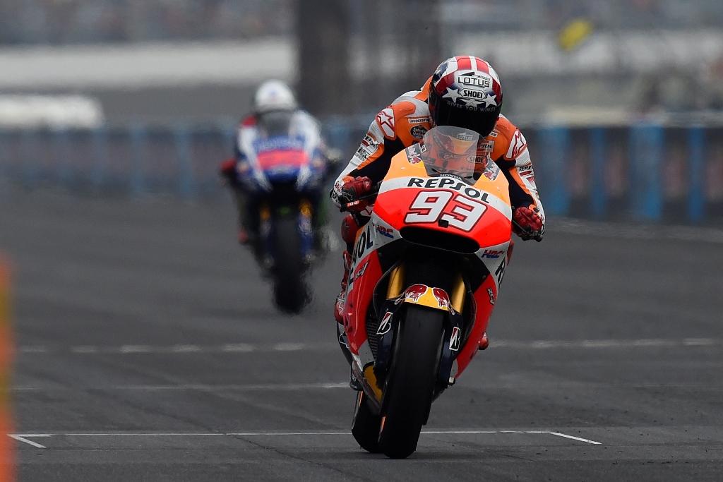 MotoGP 2015, Indy, lotta durissima tra Lorenzo e Marquez