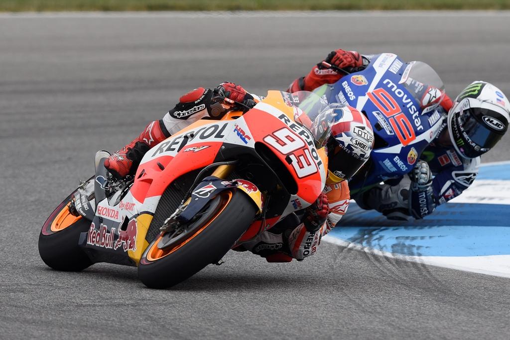 MotoGP 2015, Indy, Marquez attacca Lorenzo a tre giri dalla fine