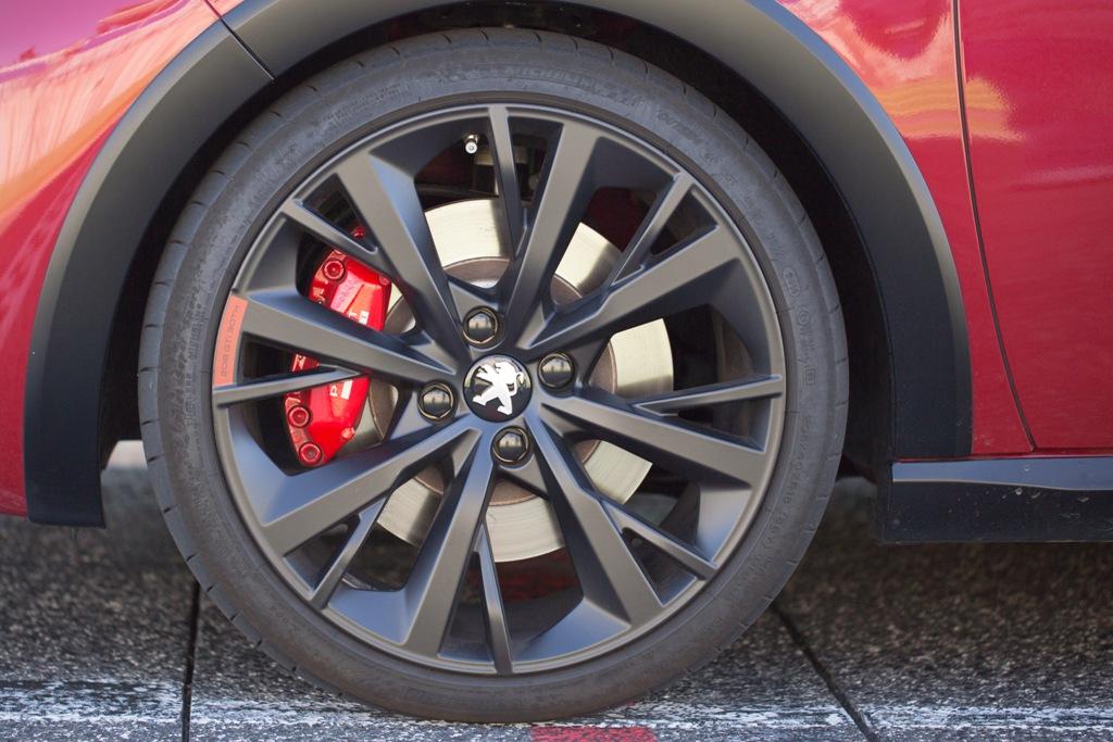 Pinze Brembo a 4 pistoncini per l'impianto della 208 GTi 30th