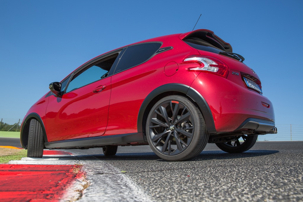 """Peugeot 208 GTi 30th, cerchi da 19"""" ma soprattutto un design netto ed aggressivo"""